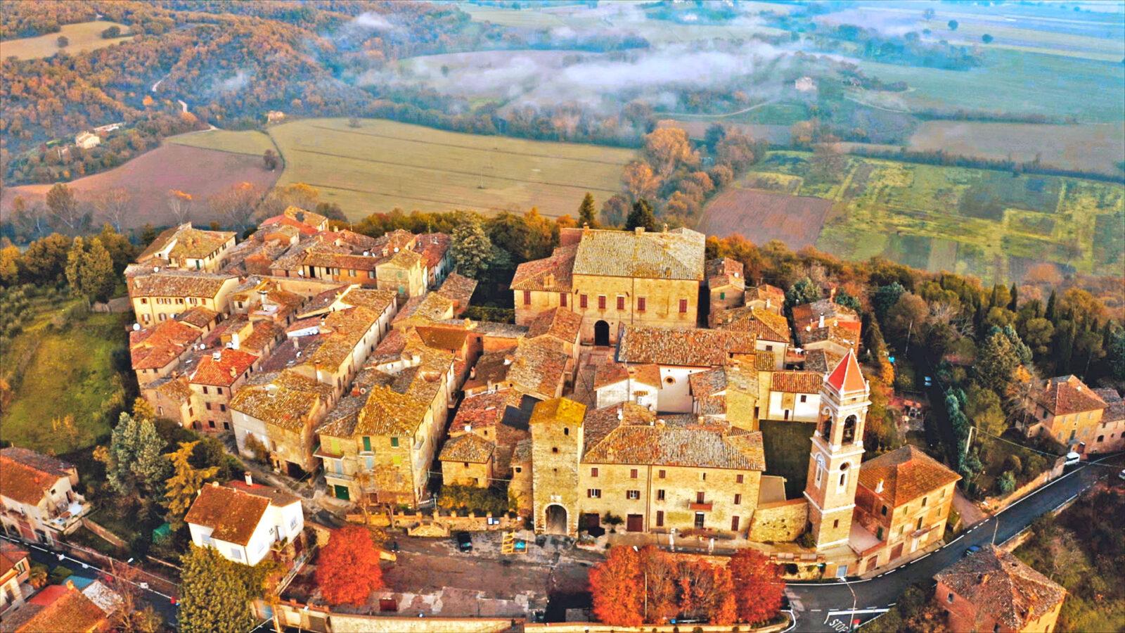 Compignano-Umbria-vista-aerea-paese-1